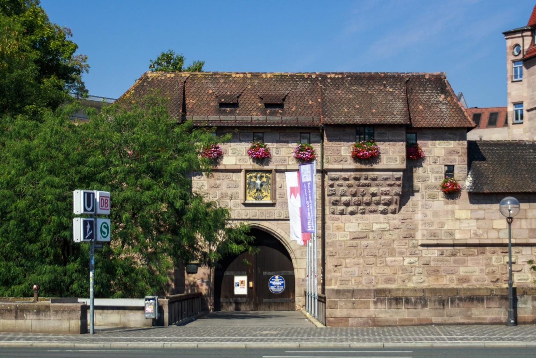 Tor zum Handwerkerhof in Nürnberg