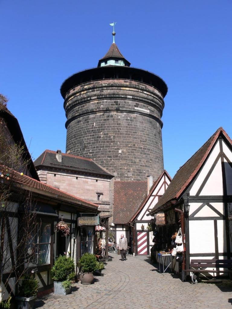 Seit Jahrhunderten am selben Platz, der Nürnberger Frauentorturm