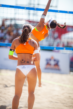 Beim Beach-Volleyball der Techniker Beach Tour am Nürnberger Hauptmarkt ist viel Action geboten