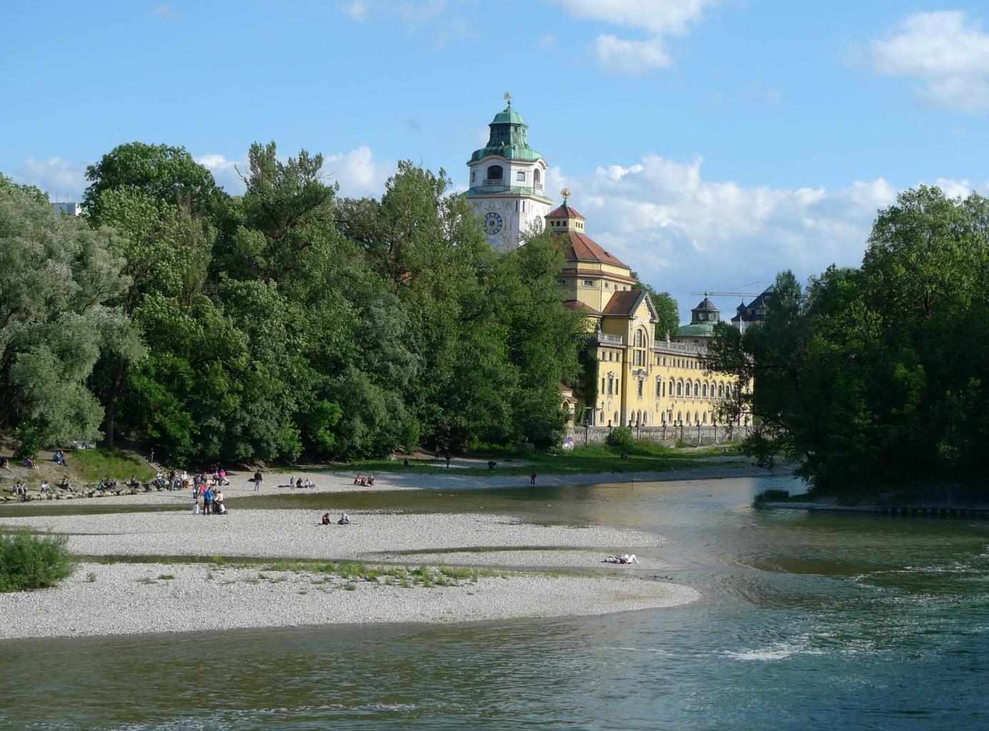 Baden in der Isar ist in fast ganz München möglich.
