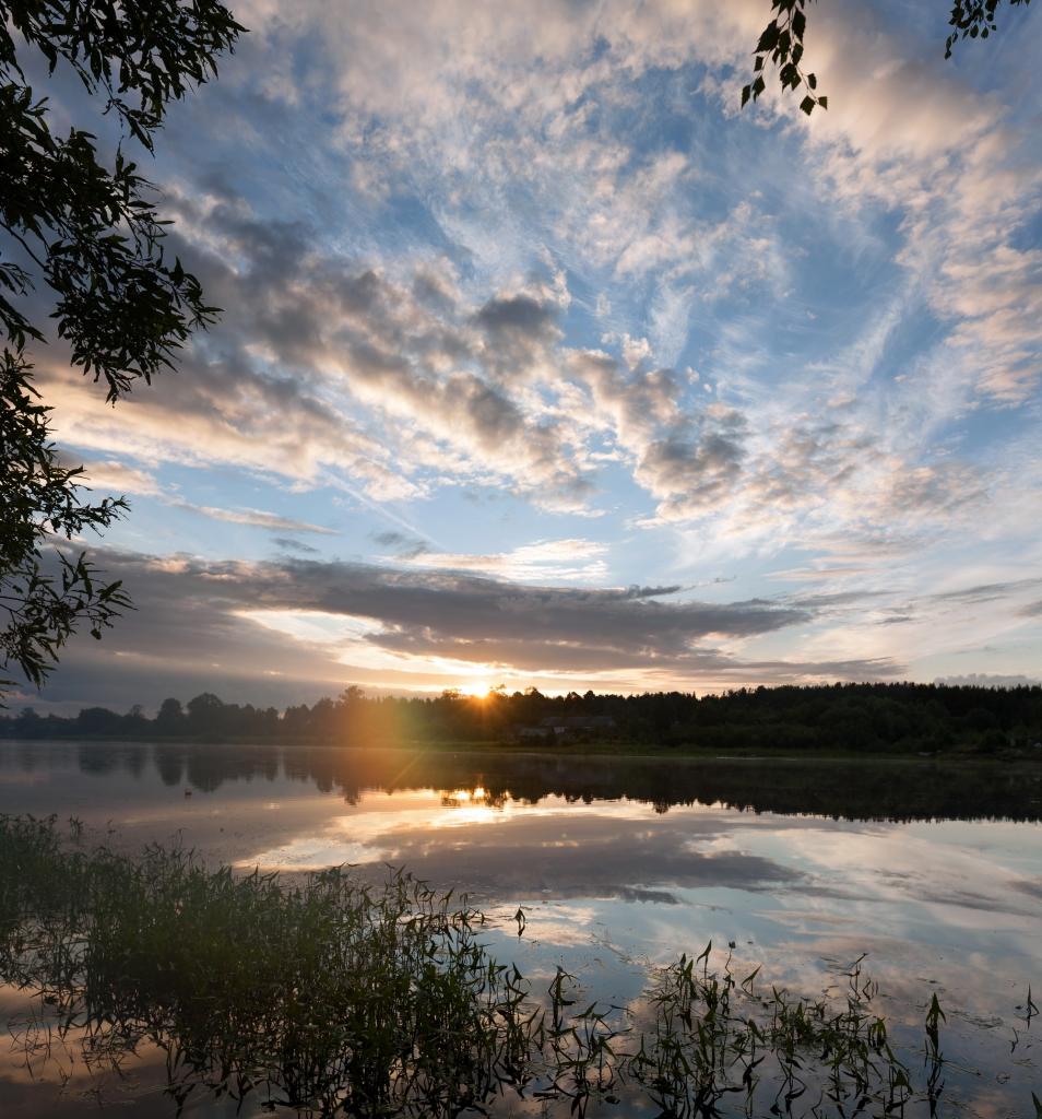 Der Sonnenaufgang am Wasser ist ein besonders schöner Start in den längsten Tag des Jahres.