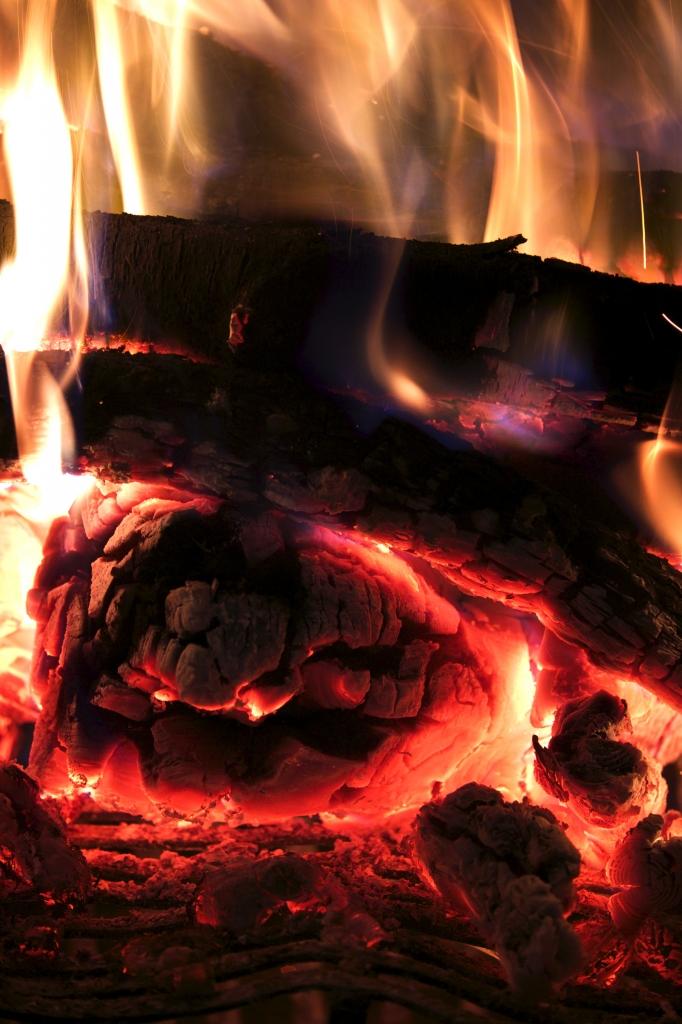 Das Sonnwendfeuer ist eine romantische Tradition, die vielerorts immer noch gepflegt wird.