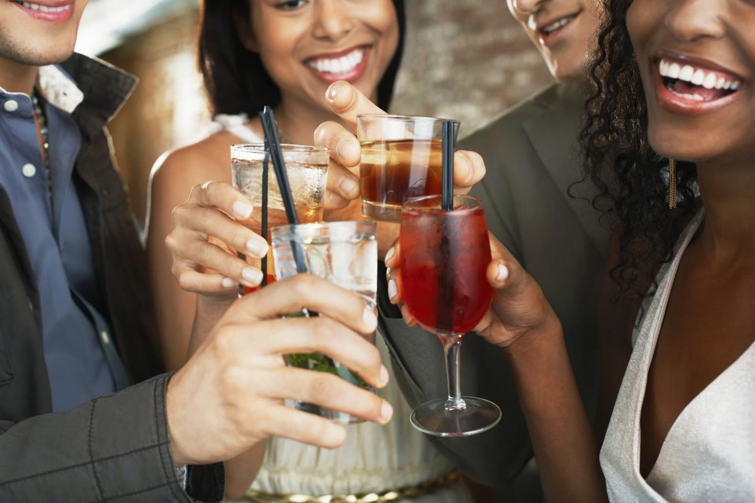 Beim Cocktail Seminar zum Junggesellenabschied wird nicht nur gelernt, sondern auch getrunken.