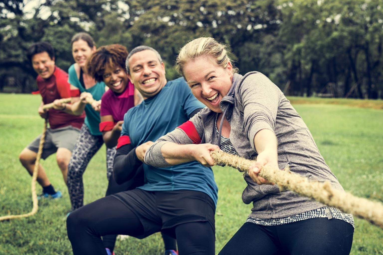 Teambuilding Spiele schweißen das Team mit Spaß zusammen