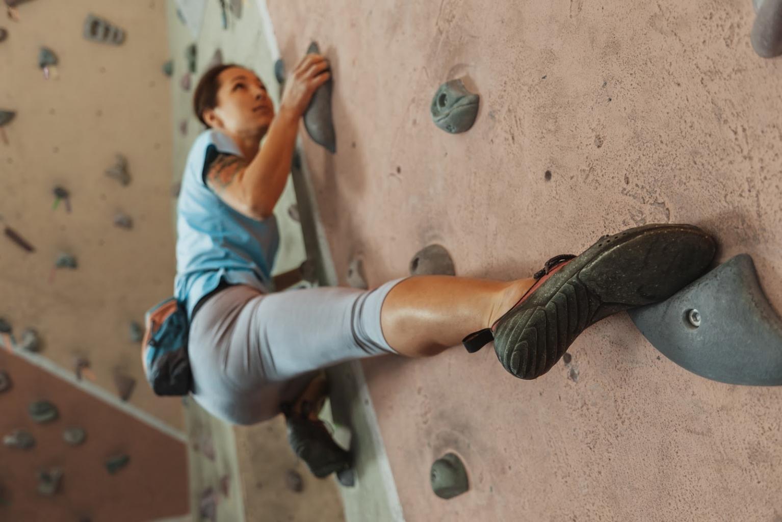 Indoor Klettern im Café Kraft ist eine großartige Aktivität in Nürnberg im Herbst