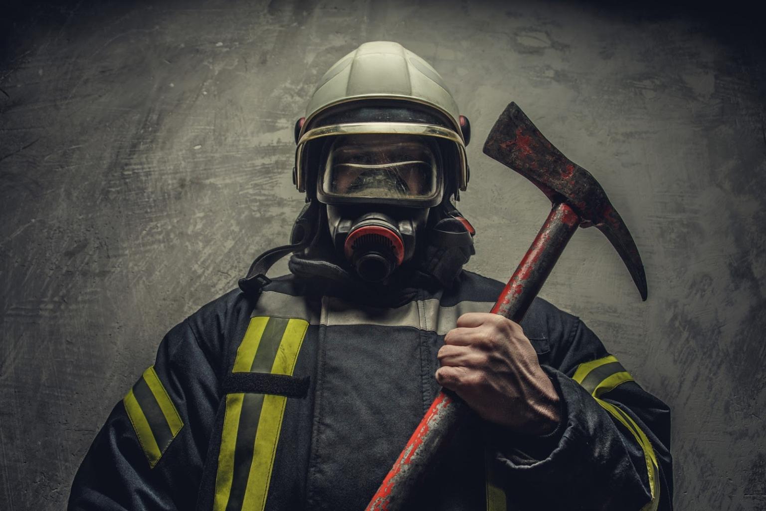 Löschen nicht nur Feuer, sondern feiern auch Halloween: Feuerwehrmänner und -frauen in Nürnberg