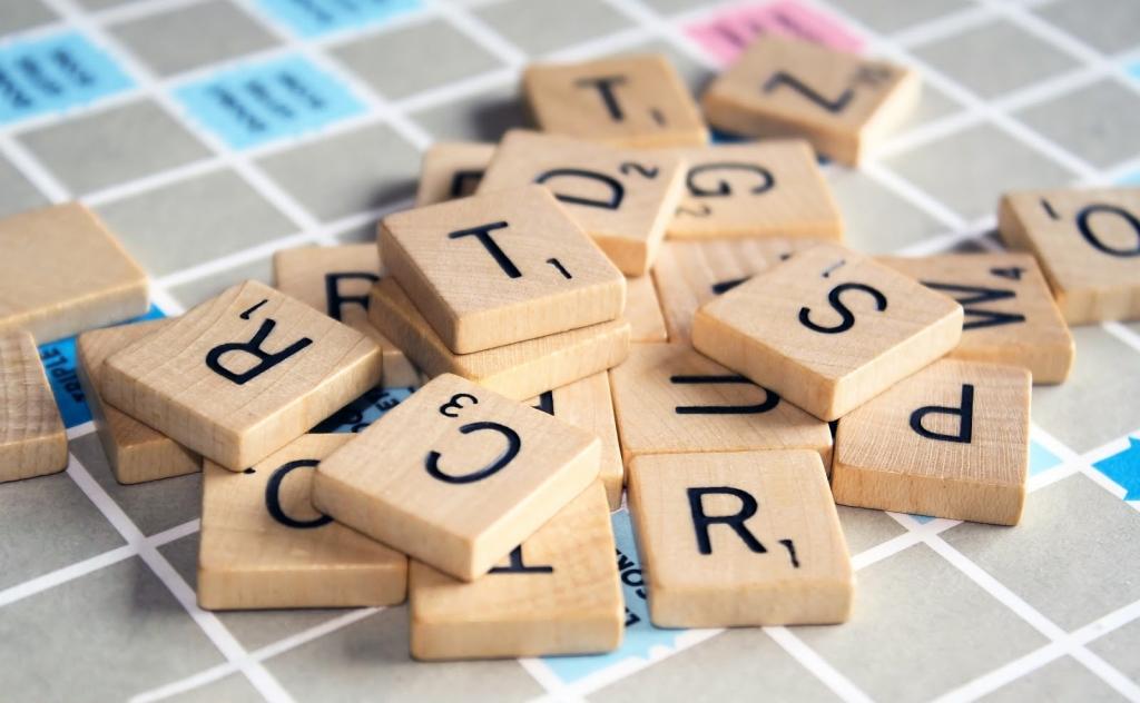 Scrabble ist eine Art Kreuzworträtsel, das sogar klüger macht.