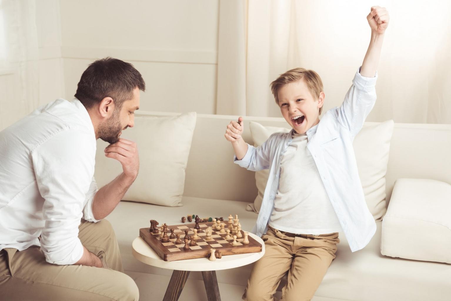 Durch das Lösen der Rätsel im Schach kannst du dein Gehirn trainieren.