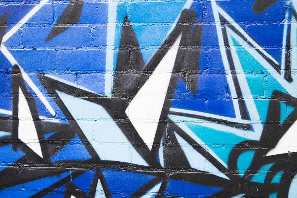 Graffitis in alten Fabriken sind wie Escape Spiele: vielschichtig und rätselhaft