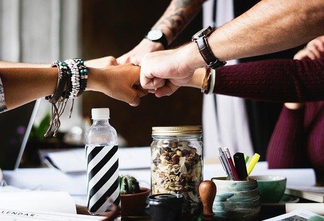Teambuilding-Ideen jenseits der üblichen und gemeinsamen Kneipentouren